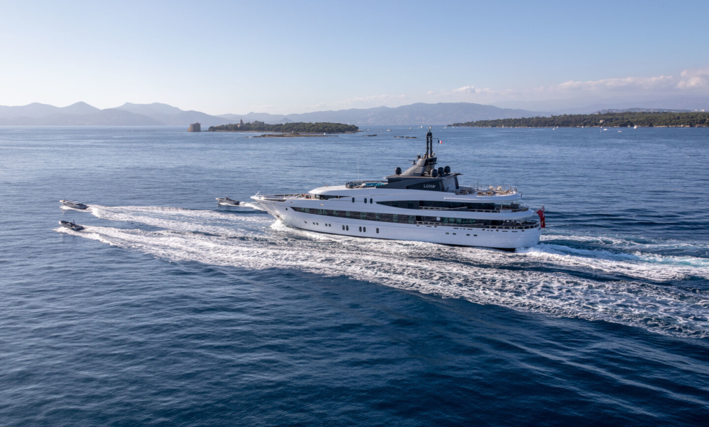 Luna B yacht for Charter 3