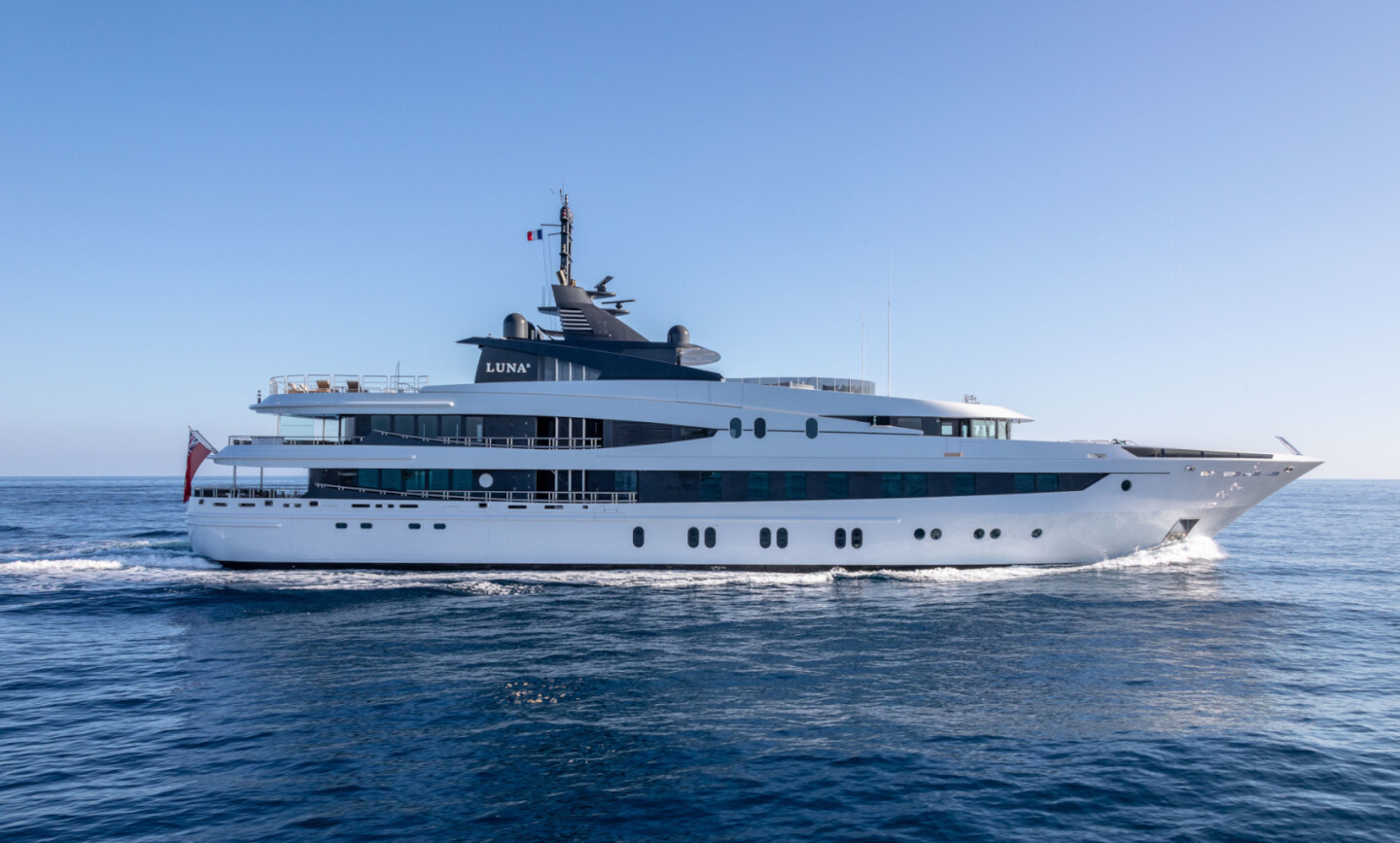 Luna B yacht for Charter