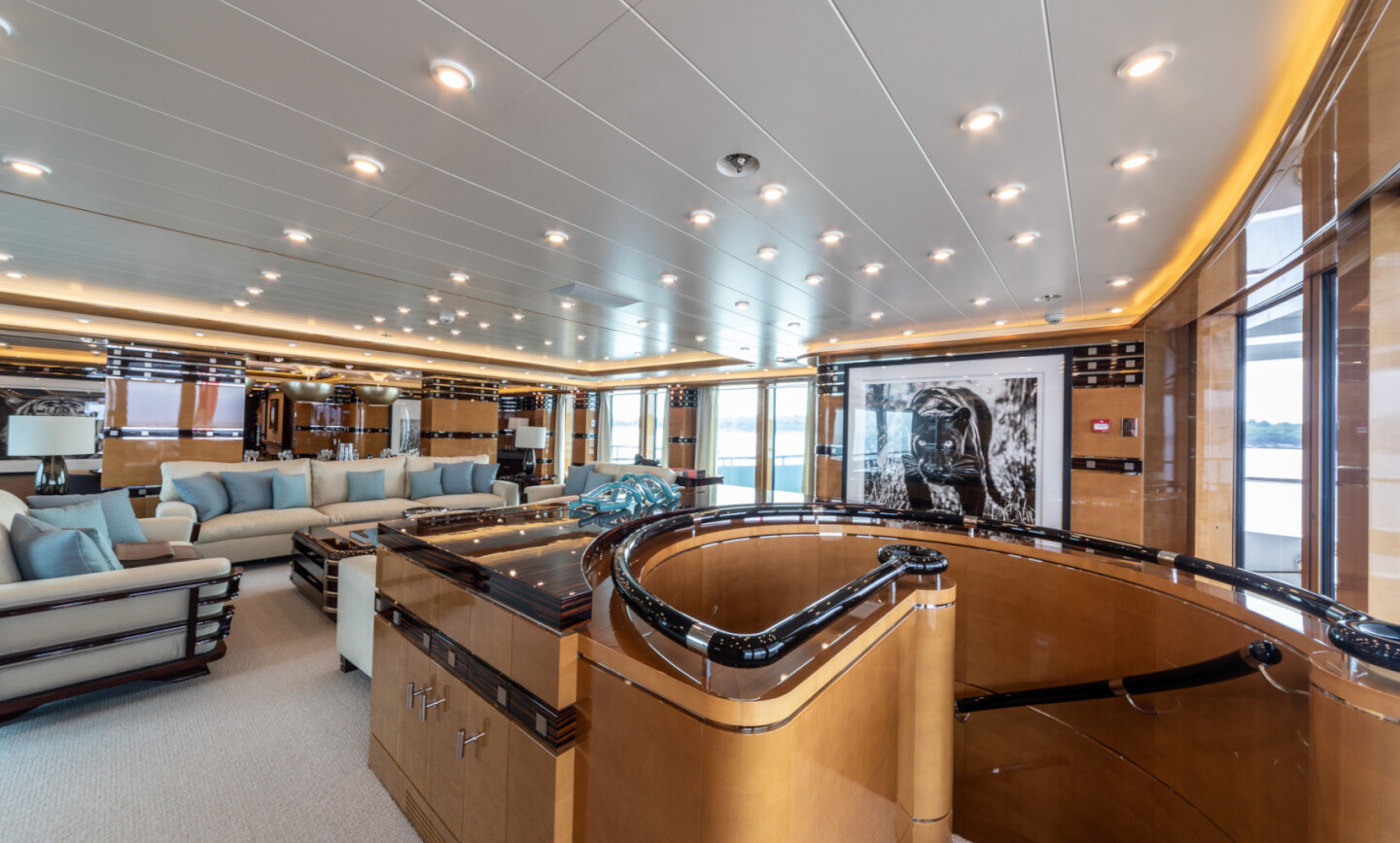 Luna B yacht for Charter 25