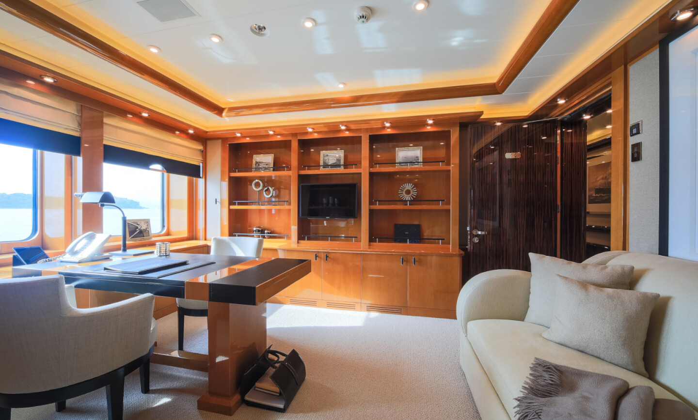 Luna B yacht for Charter 35