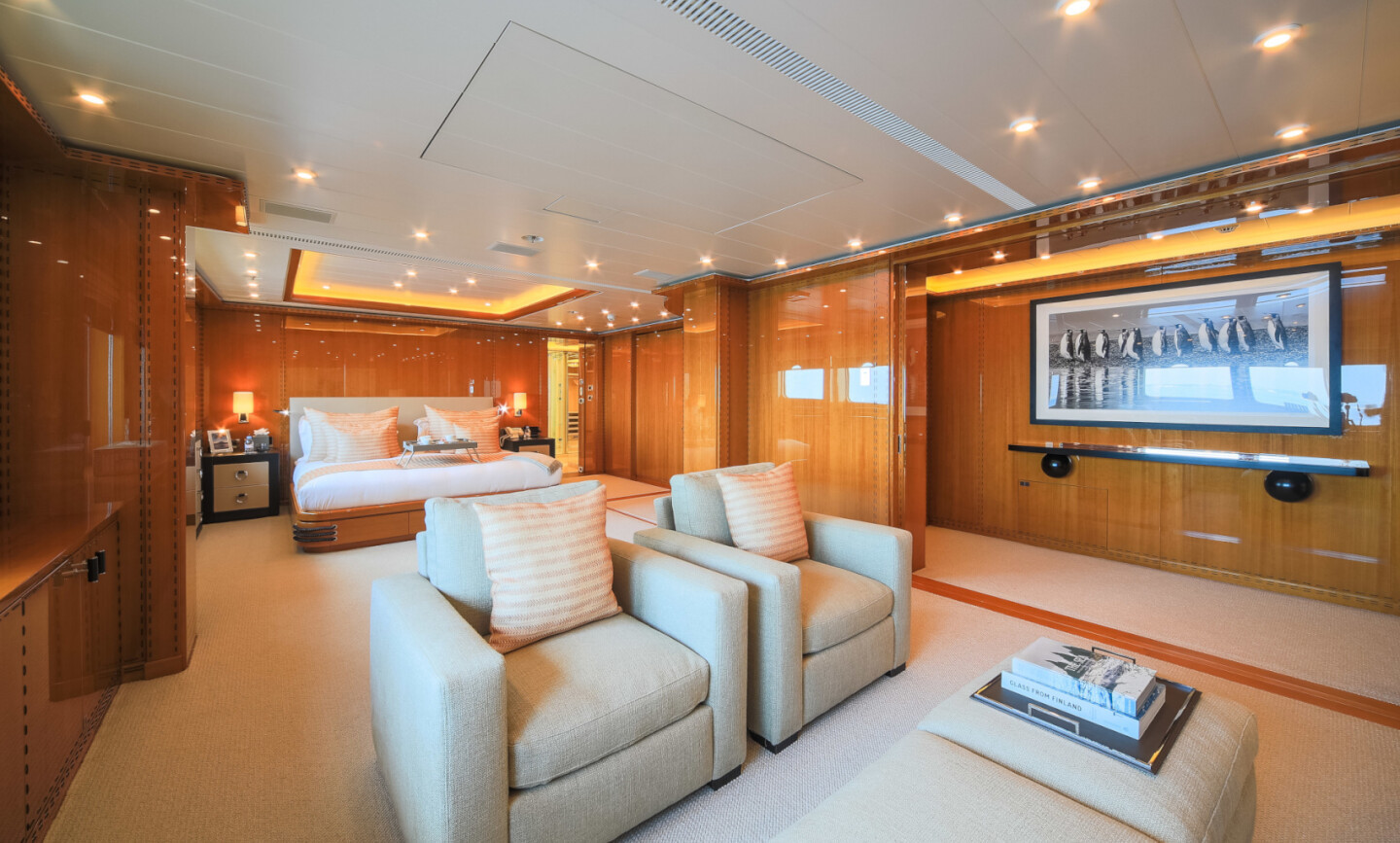 Luna B yacht for Charter 37