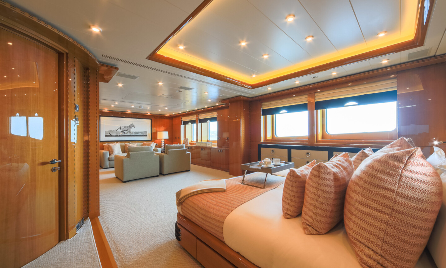 Luna B yacht for Charter 40