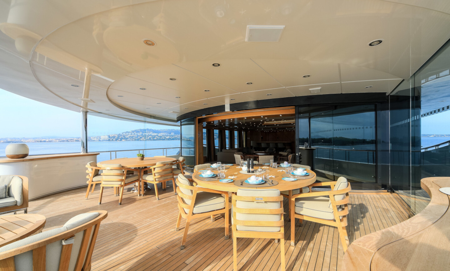 Luna B yacht for Charter 18