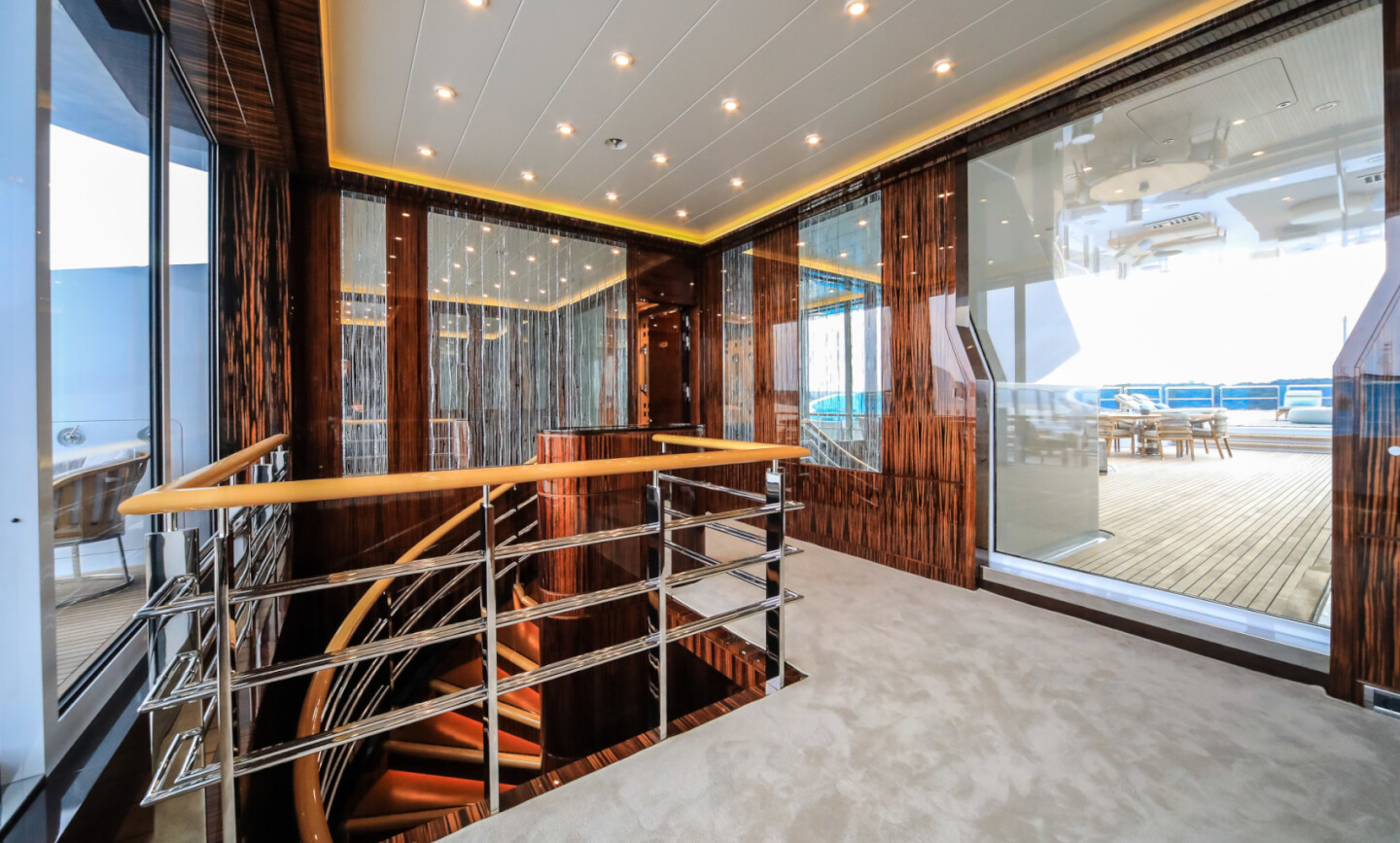 Luna B yacht for Charter 11