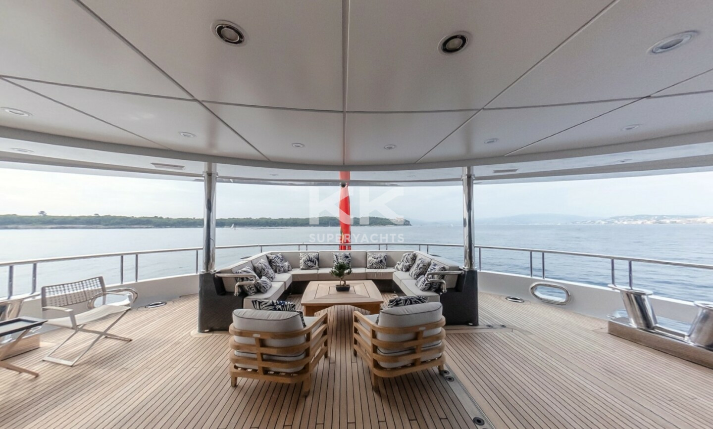 Luna B yacht for Charter 17