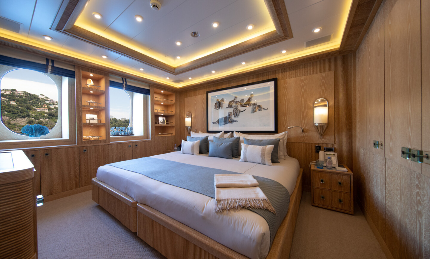 Luna B yacht for Charter 50