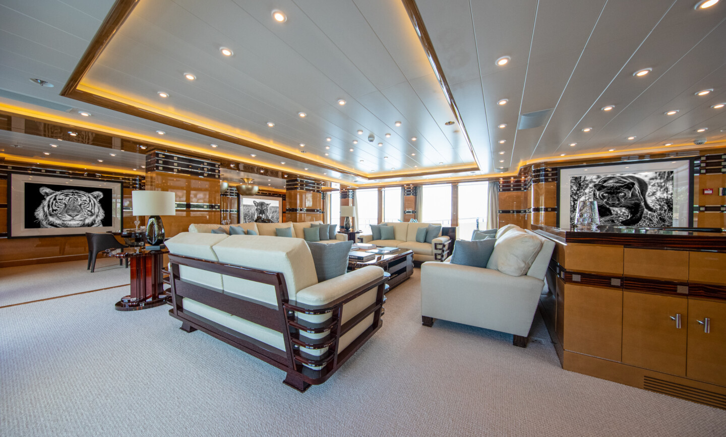 Luna B yacht for Charter 28