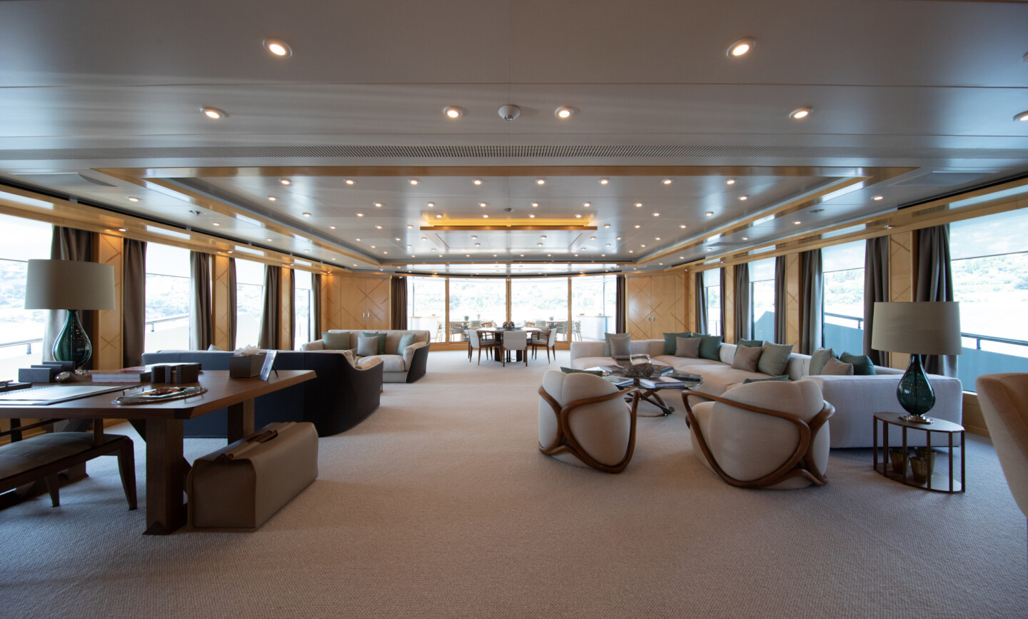 Luna B yacht for Charter 23