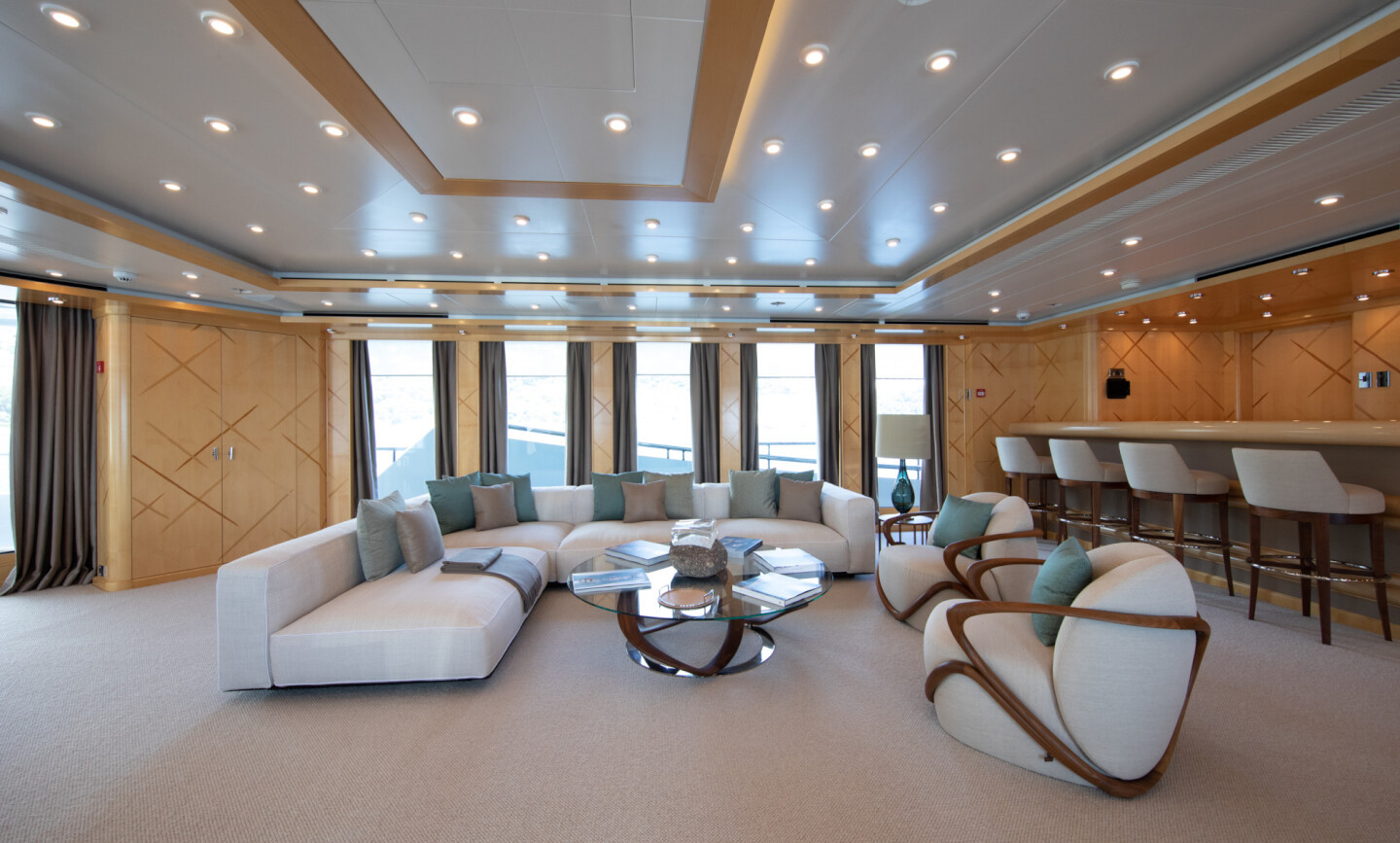 Luna B yacht for Charter 22