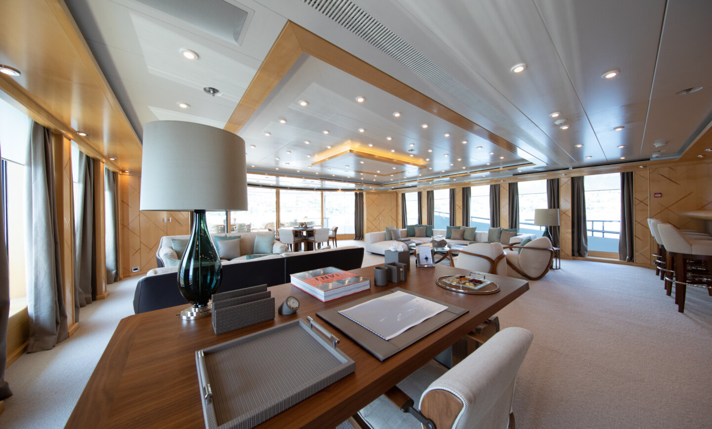 Luna B yacht for Charter 20