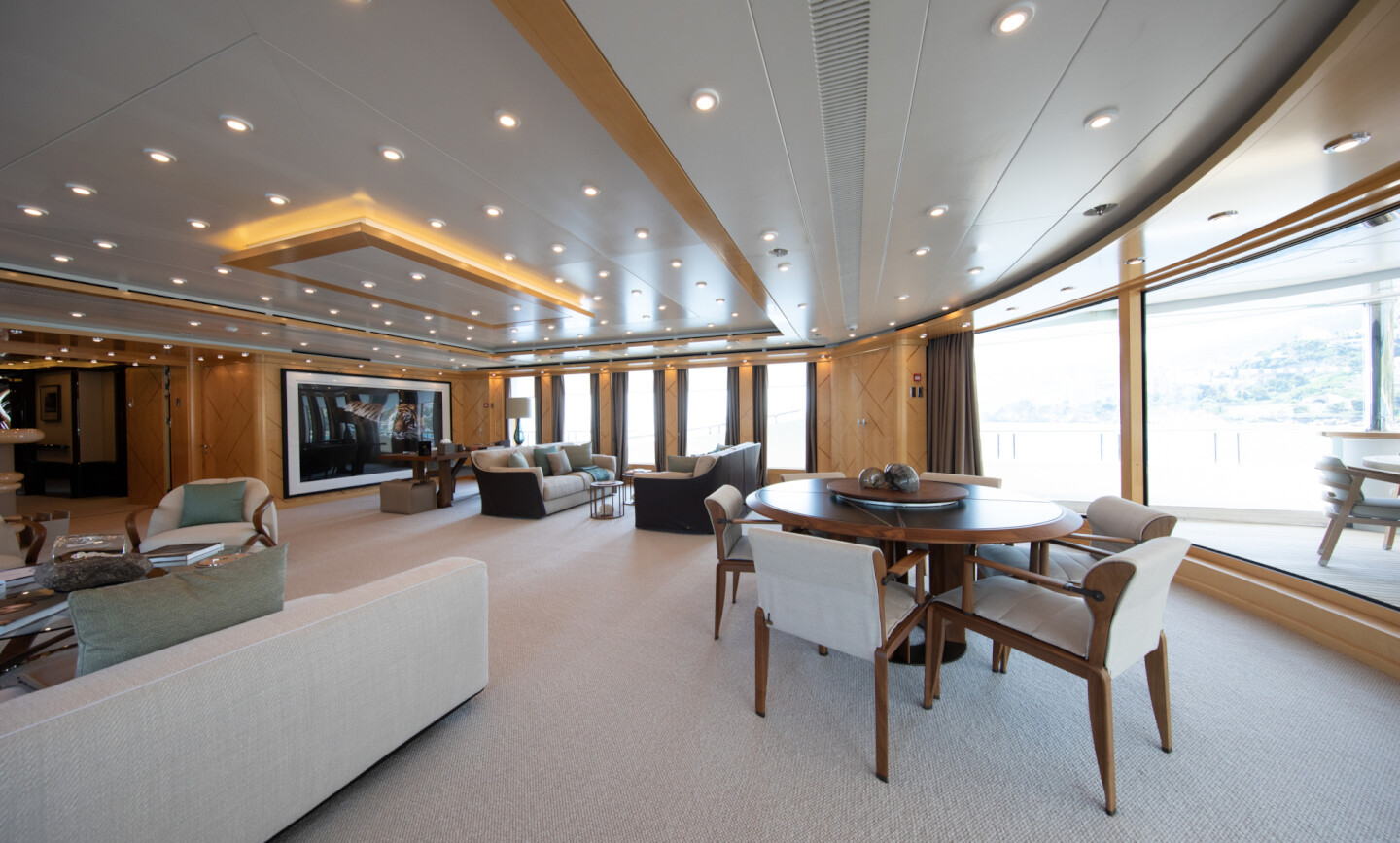 Luna B yacht for Charter 21