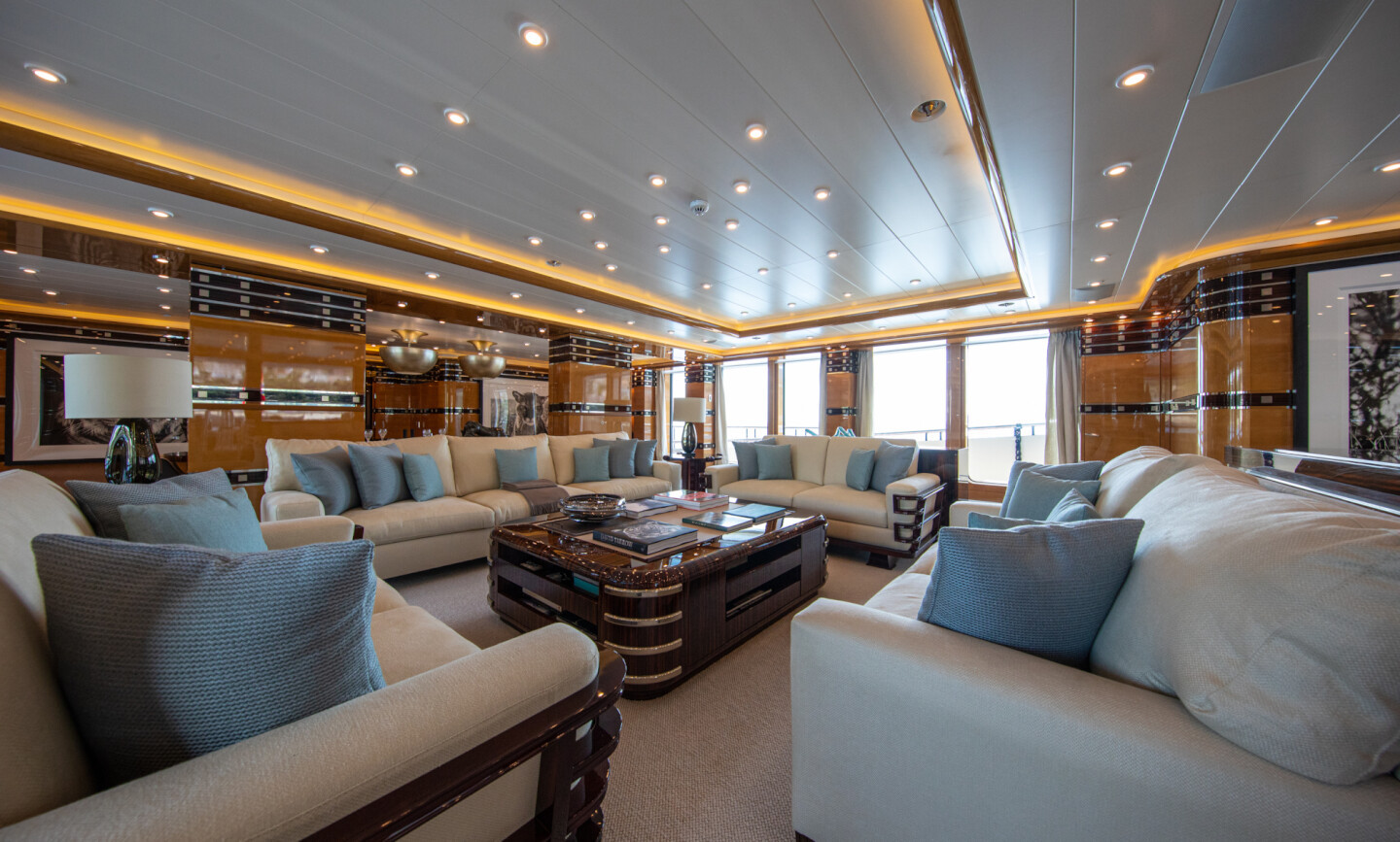 Luna B yacht for Charter 27