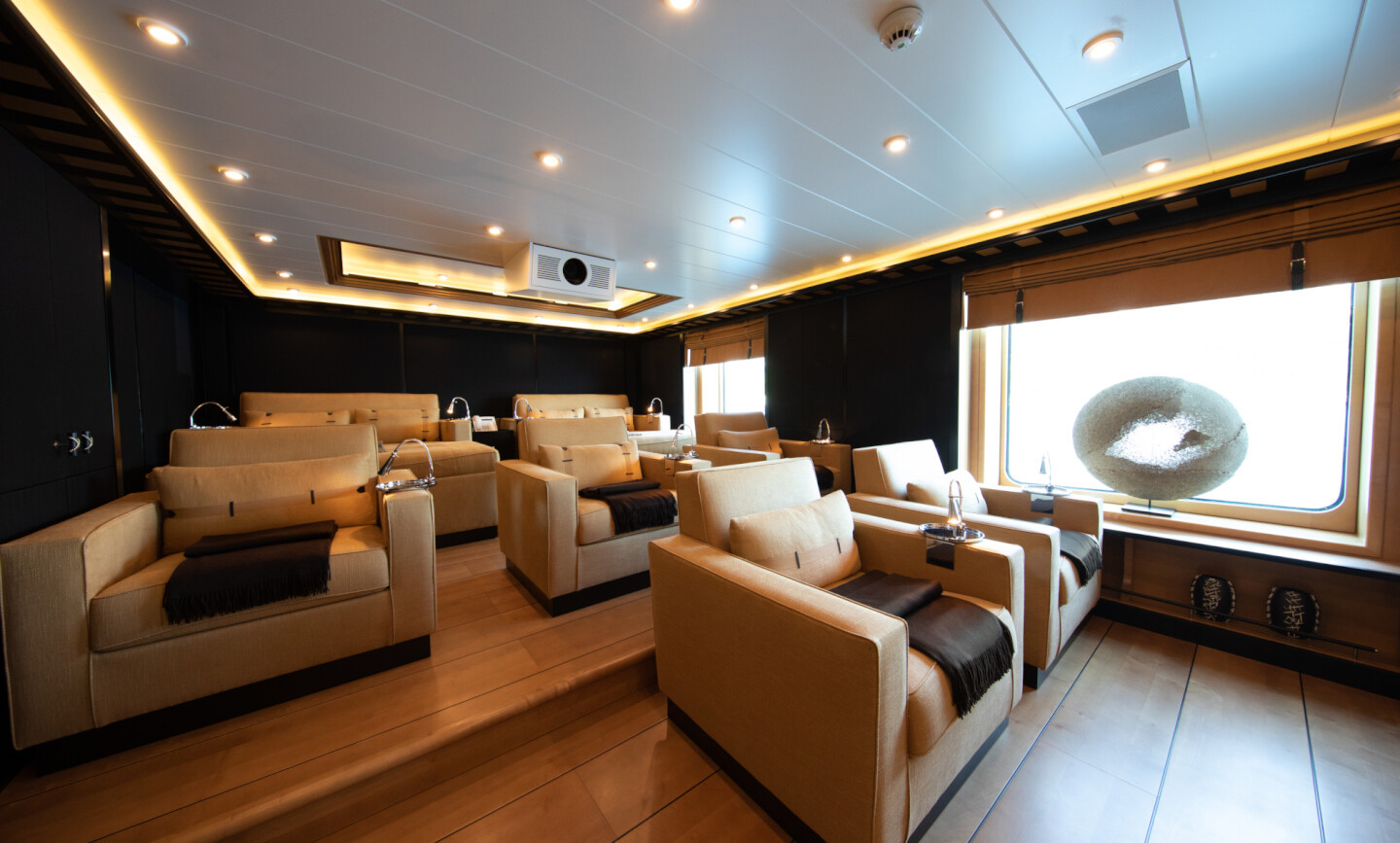 Luna B yacht for Charter 33
