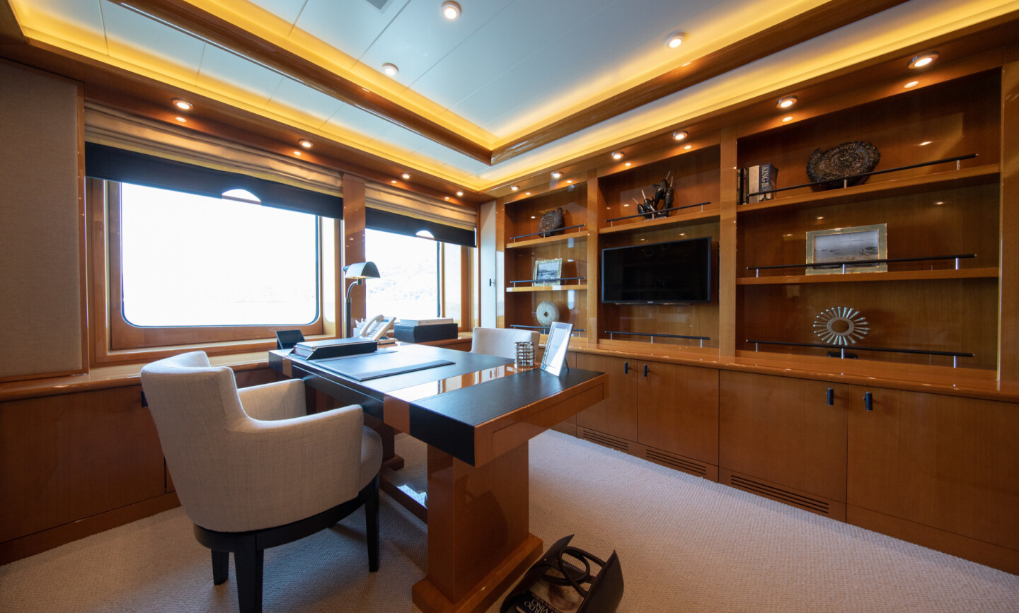Luna B yacht for Charter 36