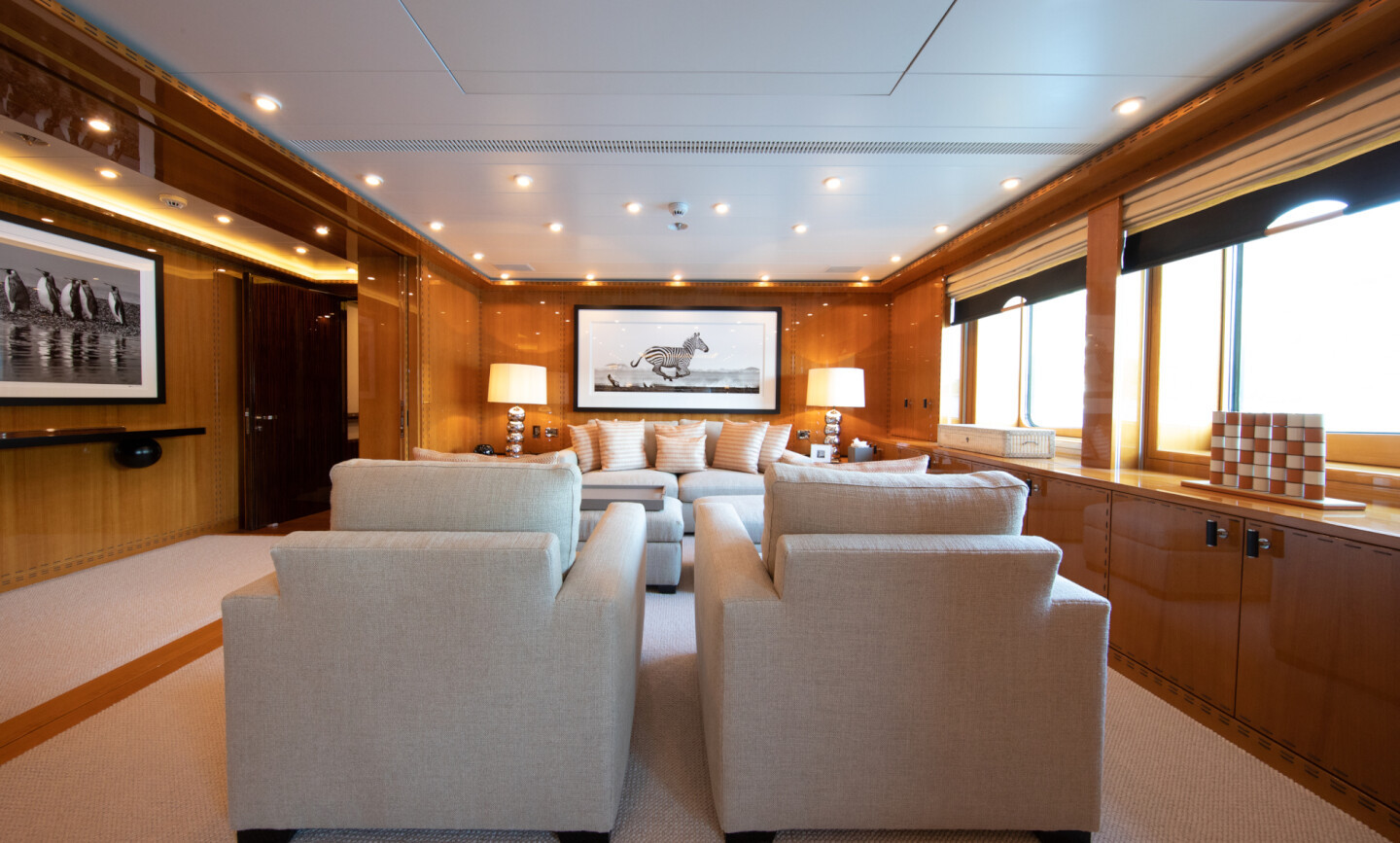 Luna B yacht for Charter 42