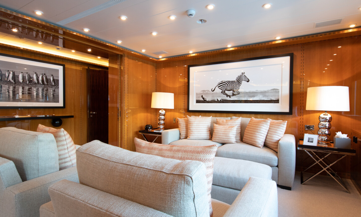 Luna B yacht for Charter 41