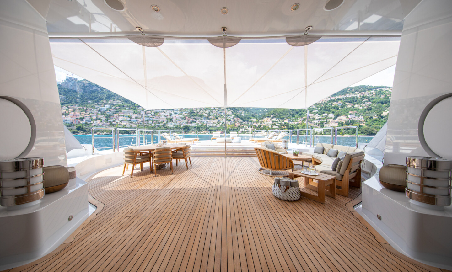 Luna B yacht for Charter 12