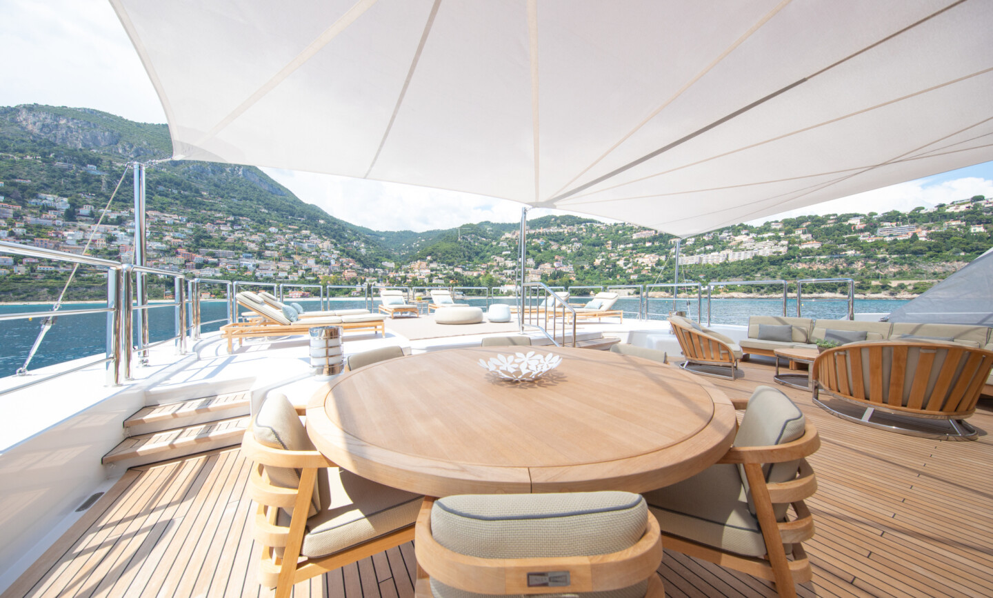 Luna B yacht for Charter 14