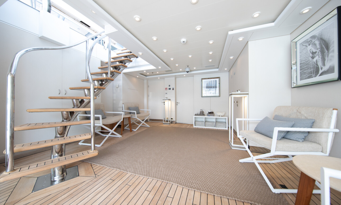 Luna B yacht for Charter 68