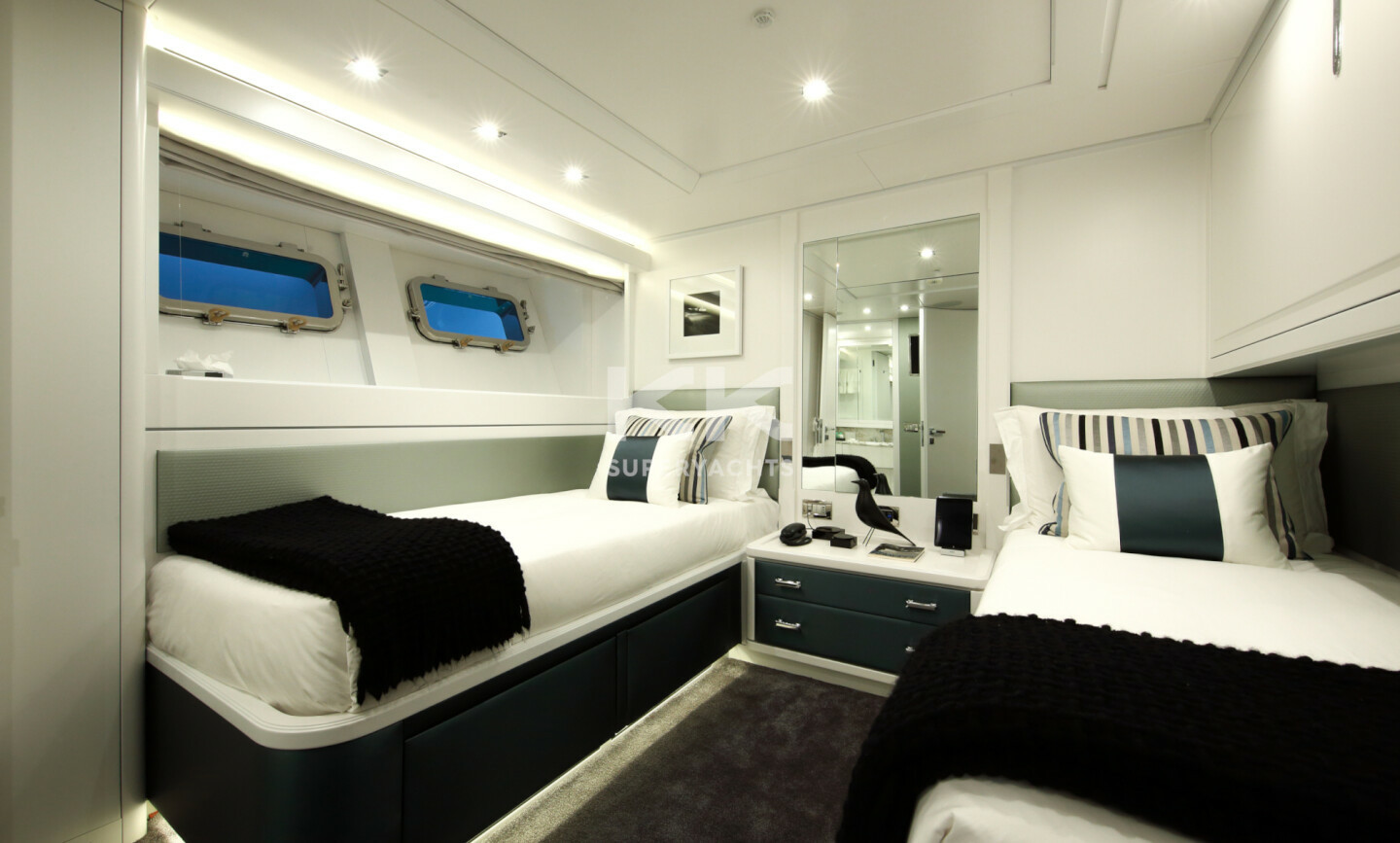 Elinor yacht for Charter 19