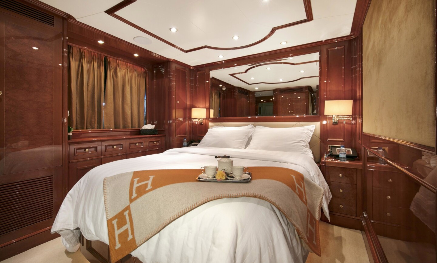 DXB yacht for Charter 9