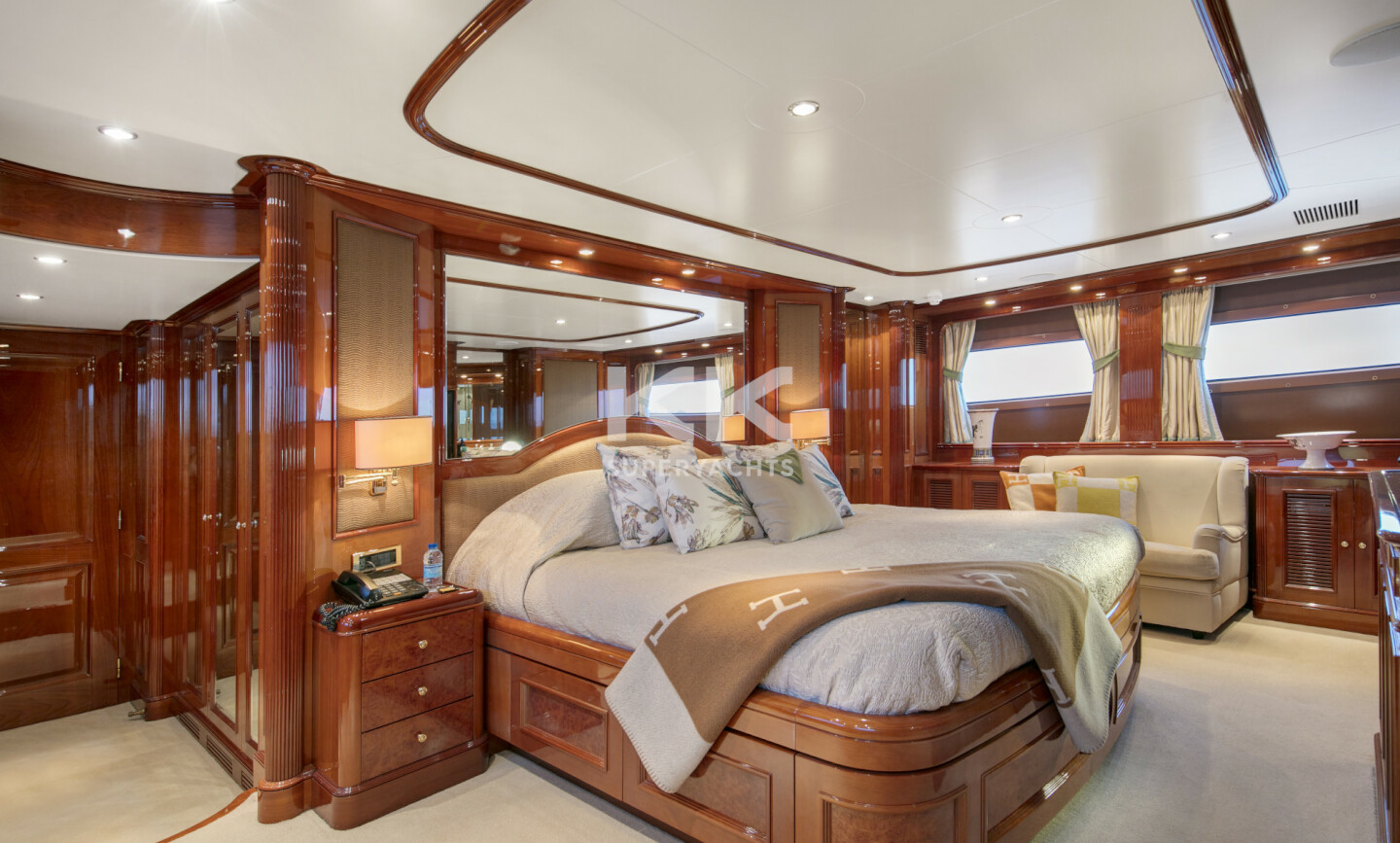 DXB yacht for Charter 10