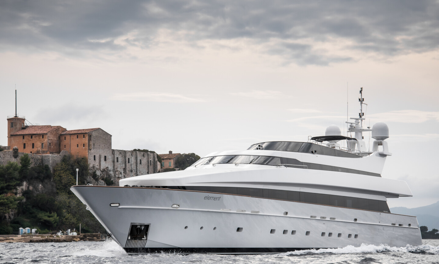 Element yacht for Charter 3